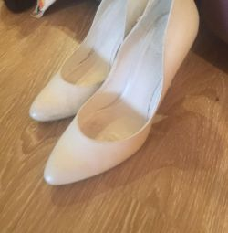 Wedding shoes p39
