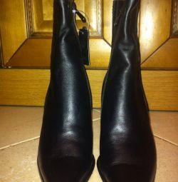 Half boots are female!