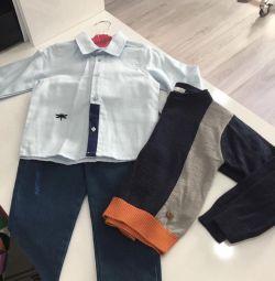Costum nou pentru un băiat