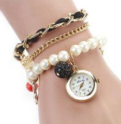 Часы-браслет с подвесками