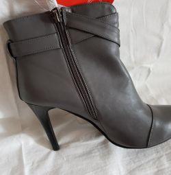 Pantofi de femei noi de dimensiuni 35,37,40