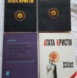 Книги, учебники и на английском.