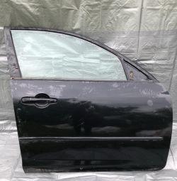 Двері передні праві Мазда 3 седан кузов Бк
