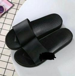 Papucii pentru femei sunt noi!