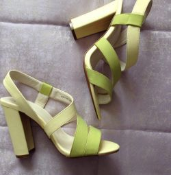 Sandals new r. 37-38