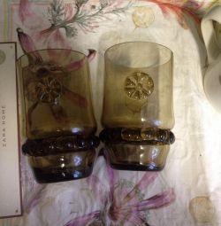 2 ποτήρια ενός κυπέλλου σερβιέτας