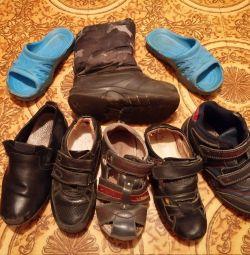 Πακέτο παπουτσιών 30/31/32r για χρησιμοποιημένο αγόρι