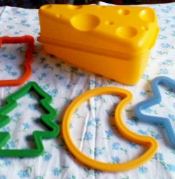 Cheese container and silicone molds