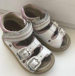 Mănuși sandale