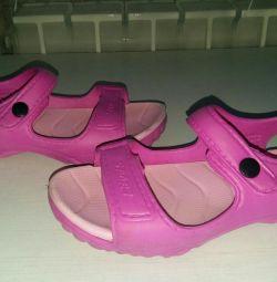 Yıkanabilir sandaletler