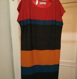 Το φόρεμα είναι γεωμετρικό.