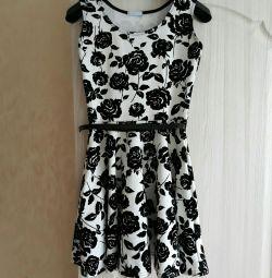 Το φόρεμα είναι θηλυκό