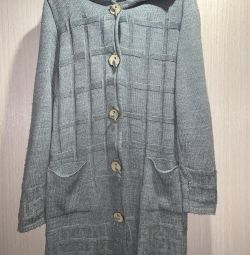 I will sell a female knitted cardigan
