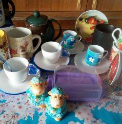 Πιάτα χονδρικής: κούπες, ζευγάρια τσαγιού και καφέ