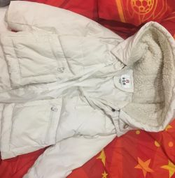 Demi-season jacket, with a deep hood for girls