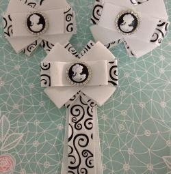 Τοποθετήστε καρφίτσα γραβάτα με τόξα στο σχολείο