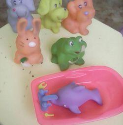 Іграшки для ванни малюкам