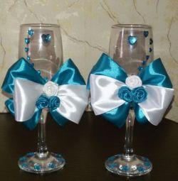 Διακόσμηση γυαλιών κρασιού γάμου.