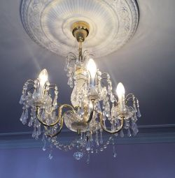 Chandelier Cheskaya for 5 light bulbs and 2 sconces.