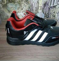 Новые кроссовки 45 размер