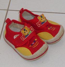 Ανδρικά παπούτσια μεγέθους 19 για κορίτσια και αγόρια