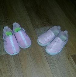 Две пары обуви на девочку