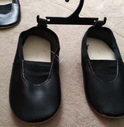 Cehia pantofi noi 24p.
