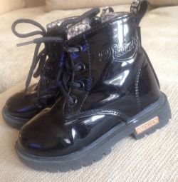Λακαρισμένες μπότες