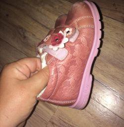 Μπότες / παπούτσια για την κοπέλα της 24ης ορθοπεδικής Totto