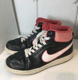 Adidași Nike