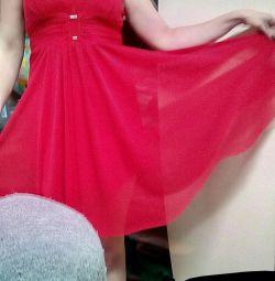 Κόκκινο φόρεμα.