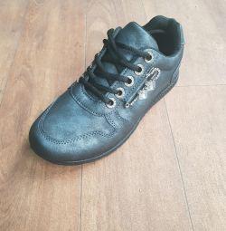 Women's Sneakers ???