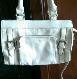 Beyaz kadın çantası