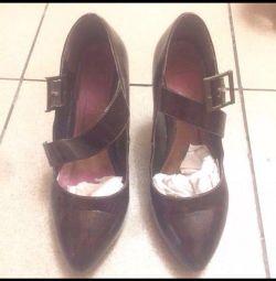 Pantofi din piele pictat