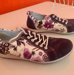 Sneakers, size 38