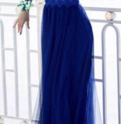 Вечернее платье цвета электрик