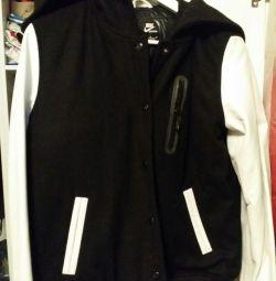 Куртка Nike женская