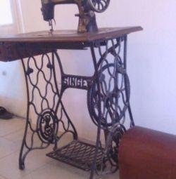 Швейная машинка. Зингер