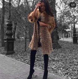 Пальто з натурального хутра чорнобурки