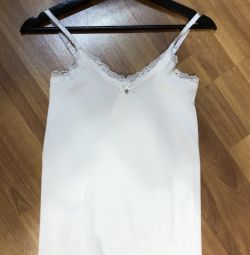 White top guess in perfect condition