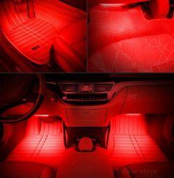 Красная подсветка салона автомобиля