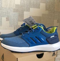 Adidași nou Adidas