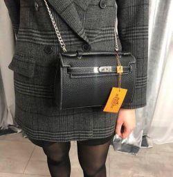 Yeni bir siyah Hermes çantası Hermes.
