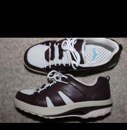 Spor ayakkabısı 35 s., Yürüyerek 22,5 cm Yeni