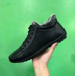 Spor ayakkabılar yeni