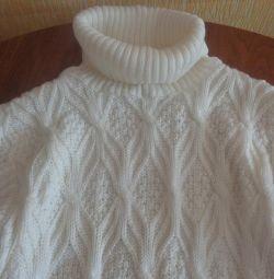 pulover alb nou