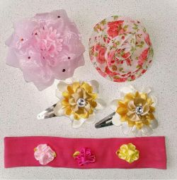 Set of new hair accessories