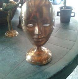Mască de bronz.
