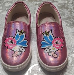 Sneakers for the girl 30 size