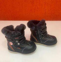 Νέες χειμωνιάτικες μπότες, μεγέθους 22